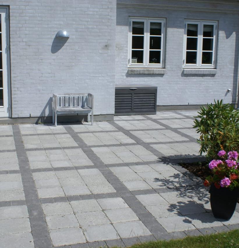 Holmgaard är en tumlad betongplatta