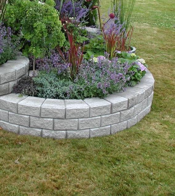 Stackstone för låga trädgårdsmurar